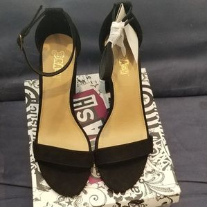 Gorgeous Brand new Black faux suede heels
